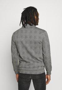 Burton Menswear London - CHECK BOMBER - Huvtröja med dragkedja - grey - 2