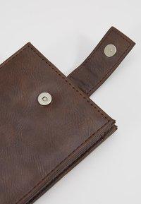 Burton Menswear London - CORE  - Wallet - brown - 2