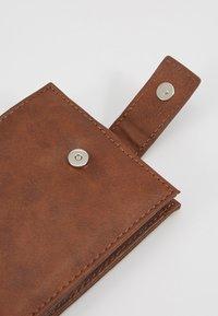 Burton Menswear London - CORE  - Wallet - tan - 2