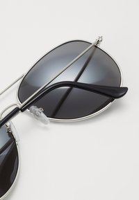Burton Menswear London - JAMES MIRROR LENS AVIATOR - Zonnebril - grey - 1