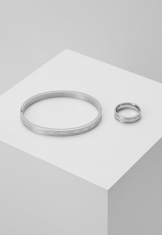 BURTON ROMAN RING AND CUFF SET - Armbånd - silver-coloured