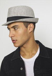 Burton Menswear London - TRILBY SMART - Hut - grey - 1
