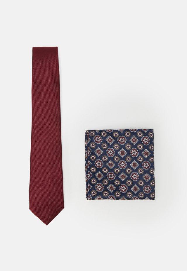 EPP AND GEO SET - Tie - burgundy