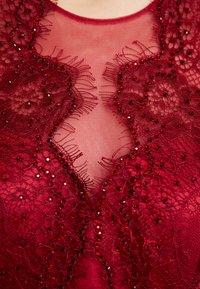 Mascara - Společenské šaty - wine - 7