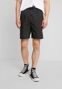 Mister Tee - Shorts - black - 0