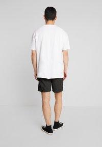 Mister Tee - Shorts - black - 2