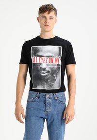 Mister Tee - 2PAC ALL EYEZ ON ME - T-shirt print - black - 0