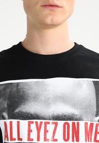 Mister Tee - 2PAC ALL EYEZ ON ME - T-shirt print - black - 3