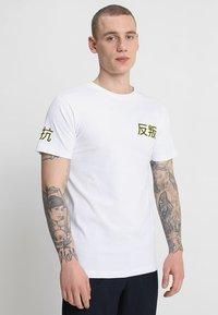 Mister Tee - ASIA CAT TEE - T-shirts print - white - 2