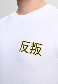 Mister Tee - ASIA CAT TEE - T-shirts print - white - 3