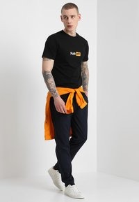 Mister Tee - TEE - T-shirt med print - black - 1