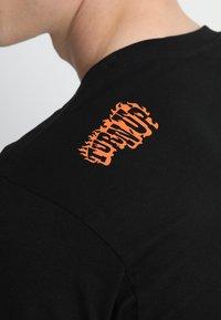 Mister Tee - TEE - T-shirt med print - black - 5