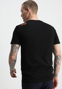 Mister Tee - TEE - T-shirt med print - black - 2