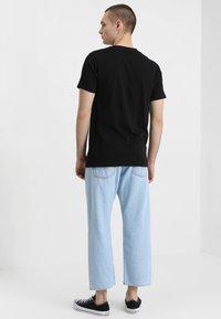 Mister Tee - T-shirt med print - black - 2