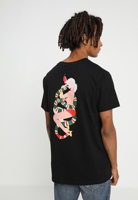Mister Tee - NO LOVE TEE - T-shirt con stampa - black - 0