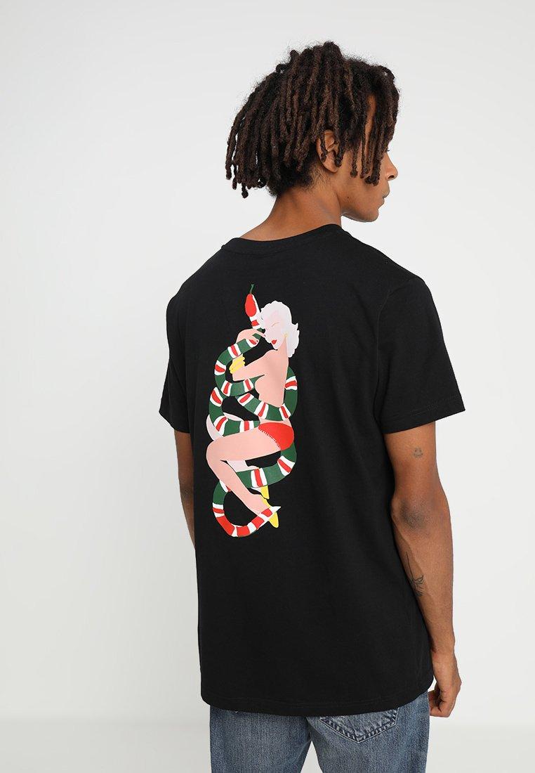 Mister Tee - NO LOVE TEE - Camiseta estampada - black