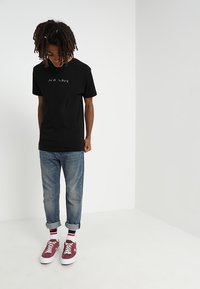 Mister Tee - NO LOVE TEE - T-shirt con stampa - black - 1