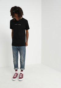 Mister Tee - NO LOVE TEE - Camiseta estampada - black - 1