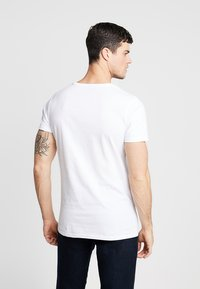 Mister Tee - BANKSY DO NOTHING TEE - T-shirt print - white - 2