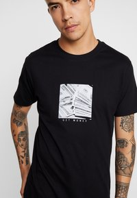 Mister Tee - GET MONEY TEE - T-shirt print - black - 4