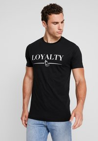 Mister Tee - LOYALTY TEE - T-shirt med print - black - 0