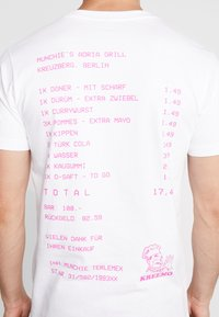 Mister Tee - ADRIA GRILL TEE - T-shirt med print - white - 4