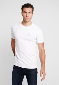 Mister Tee - ADRIA GRILL TEE - T-shirt med print - white - 0
