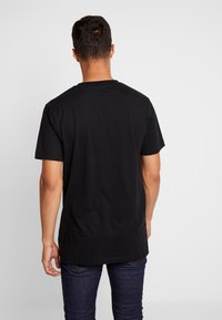 Mister Tee - GOING DOWN TEE - T-shirt con stampa - black