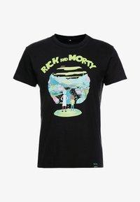Mister Tee - RICK AND MORTY LOGO TEE - Camiseta estampada - black - 4
