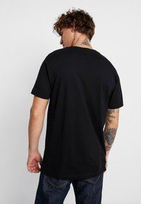 Mister Tee - BRAINWASHED GENERATION TEE - T-shirts med print - black - 2