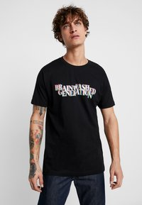Mister Tee - BRAINWASHED GENERATION TEE - T-shirts med print - black - 0