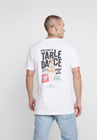 Mister Tee - TABLEDANCE TEE - T-shirt med print - white - 2