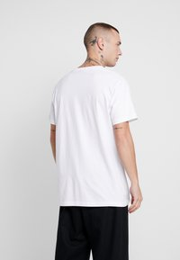 Mister Tee - RESELLER TEE - T-shirt med print - white - 2