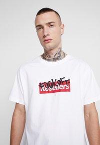 Mister Tee - RESELLER TEE - T-shirt med print - white - 4