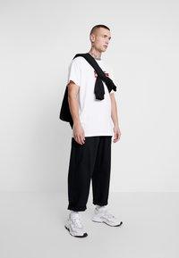 Mister Tee - RESELLER TEE - T-shirt med print - white - 1