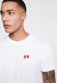 Mister Tee - WASTED TEE - T-shirt med print - white - 4