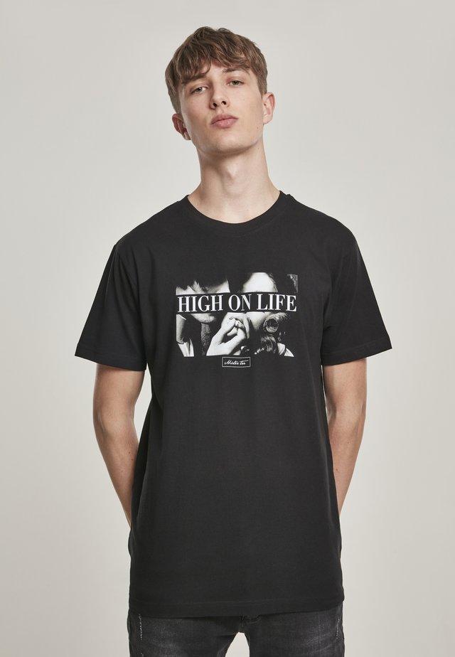 HIGH ON LIFE TEE - T-shirt z nadrukiem - black