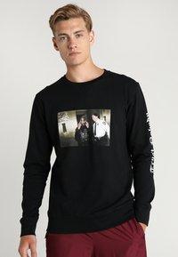 Mister Tee - TRUST NOBODY CREWNECK - Sweatshirt - black - 0