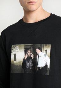 Mister Tee - TRUST NOBODY CREWNECK - Sweatshirt - black - 5