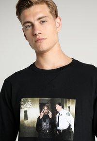 Mister Tee - TRUST NOBODY CREWNECK - Sweatshirt - black - 3