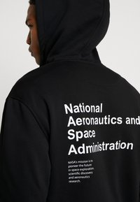 Mister Tee - NASA DEFINITION PULL OVER HOODY - Mikina s kapucí - black - 5