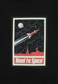Mister Tee - ROAD TO SPACE TEE - T-shirt imprimé - schwarz - 3