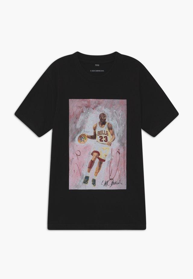 MICHAEL PLAYING TEE - T-shirt con stampa - black