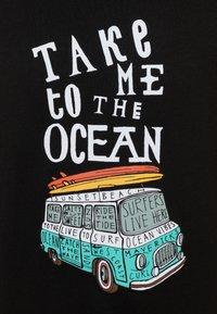 Mister Tee - KIDS TAKE ME TO THE OCEAN LONGSLEEVE - Camiseta de manga larga - black - 2