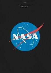 Mister Tee - KIDS NASA INSIGNIA TEE - Print T-shirt - black - 3