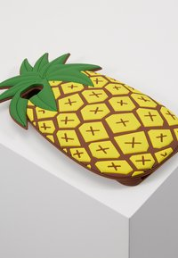 Mister Tee - PHONECASE PINEAPPLE I PHONE 6/7/8 - Handytasche - yellow - 2