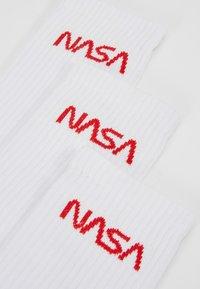 Mister Tee - NASA WORM LOGO SOCKS 3 PACK - Sukat - white - 2
