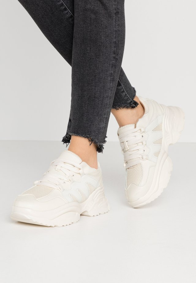WAVE TRAINER - Sneakers - reflective