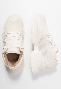 Missguided - WAVE TRAINER - Baskets basses - reflective - 3