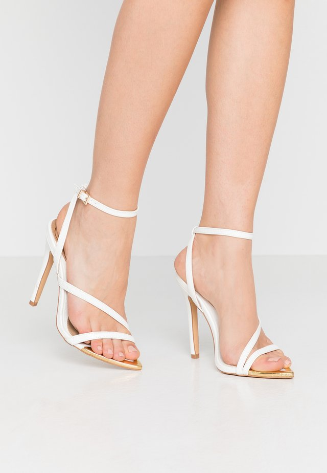 METALLIC TOE CAP STRAPPY BARELY THERE CROC - High heeled sandals - white